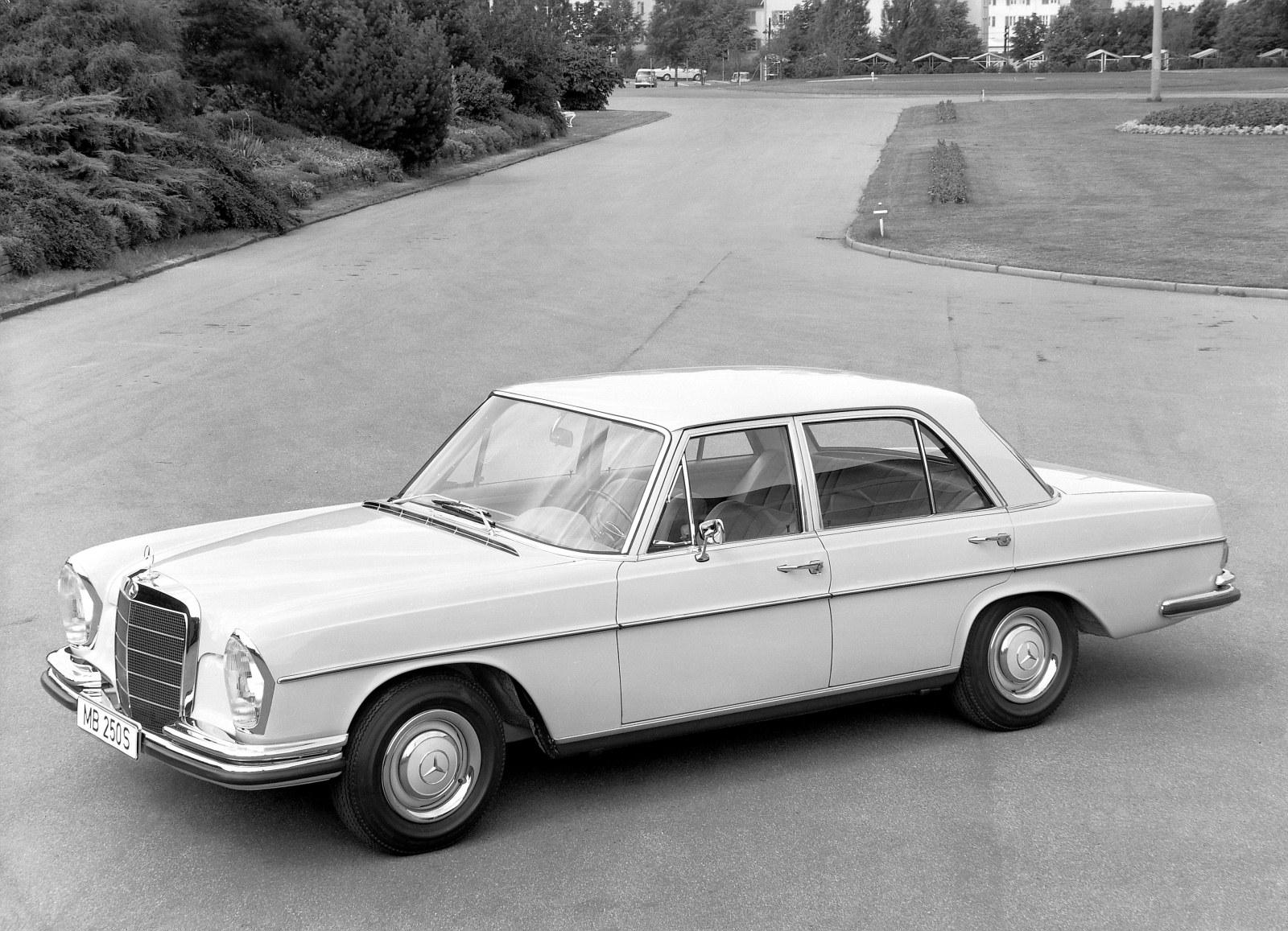 Mercedes-Benz_250_SE