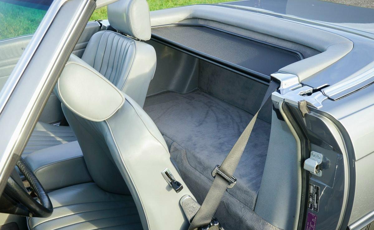 Mercedes-Benz 107 Rueckbank