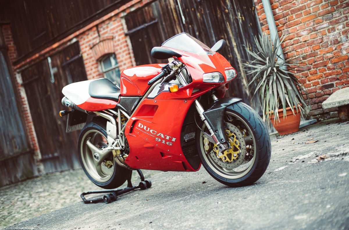 Ducati 916 Front 2