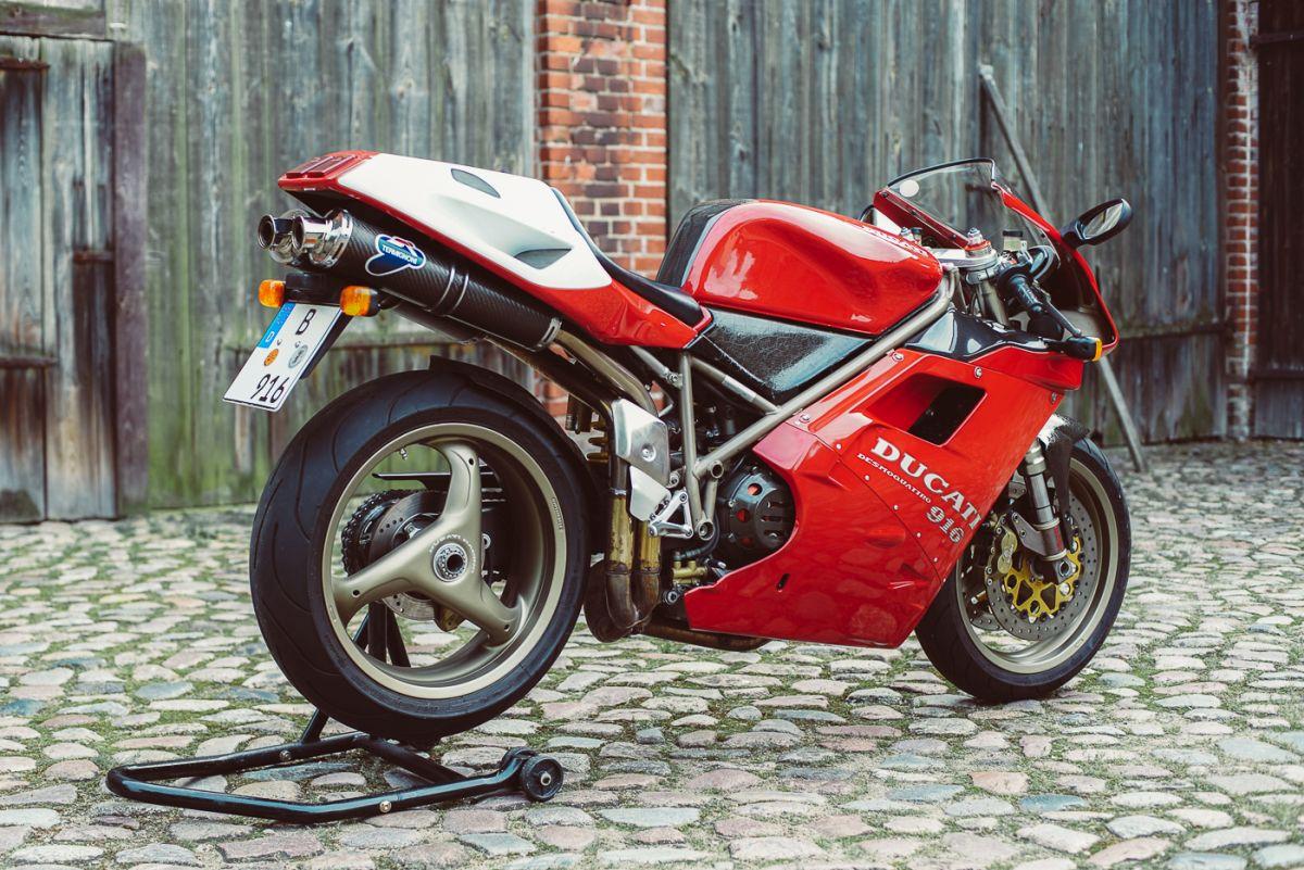 Ducati 916 Seite 2
