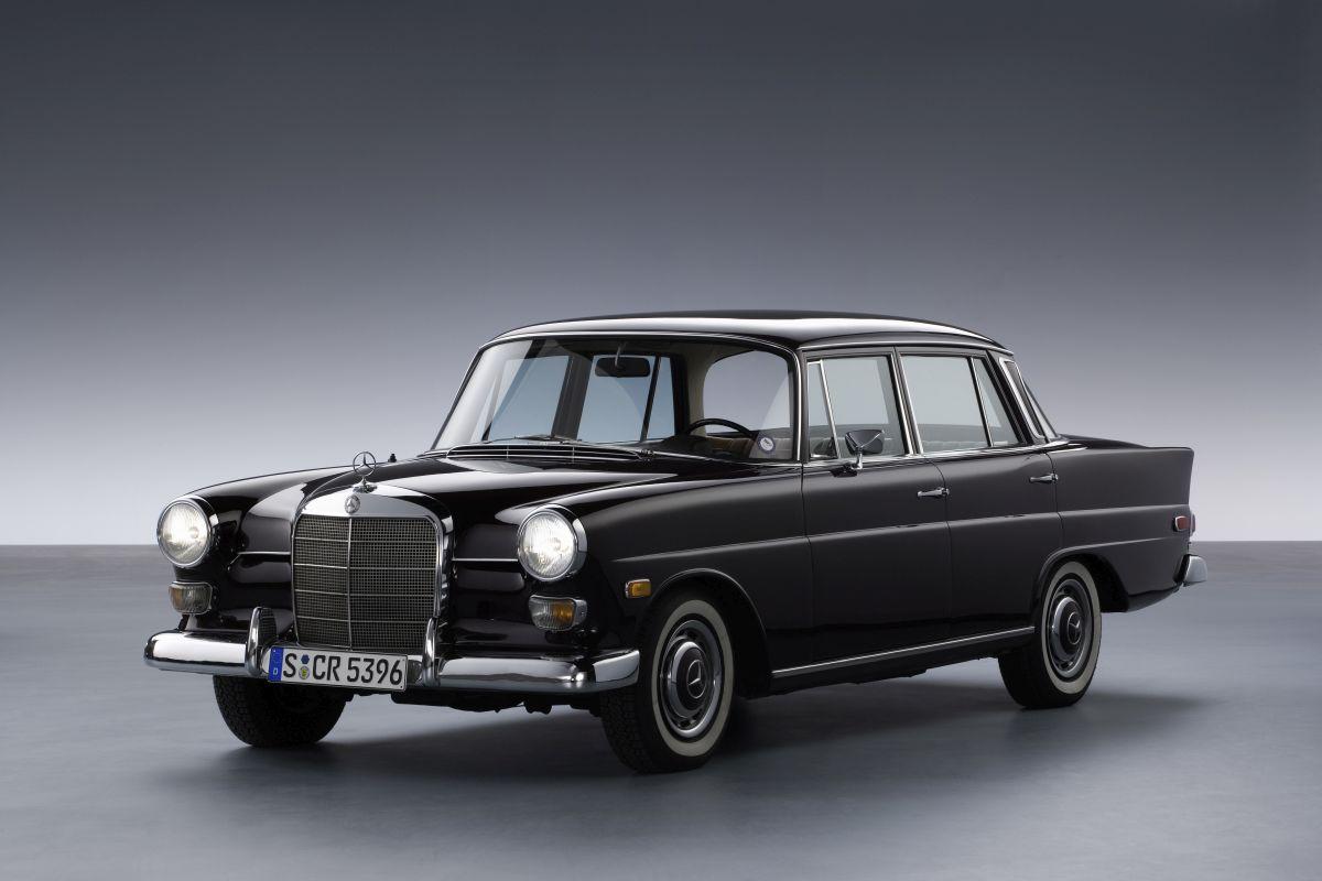 Mercedes-Benz W 110 0