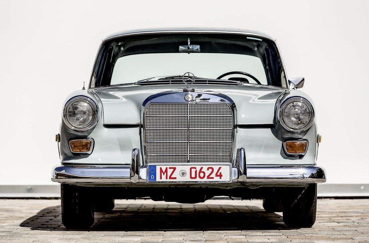 Mercedes-Benz W 110 3