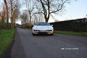 Porsche 928 vor Metropole