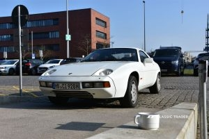 Porsche928 frontal with coffee