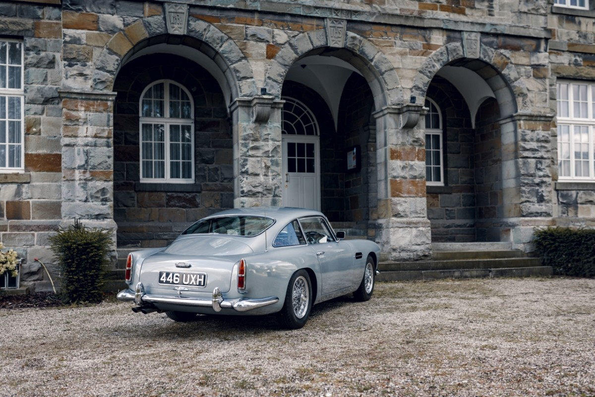 Aston Martin DB4 Exterior 1