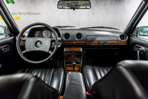Mercedes-Benz 230 C W123 Cockpit (28)