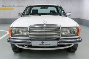 Mercedes-Benz 230 C W123 Front