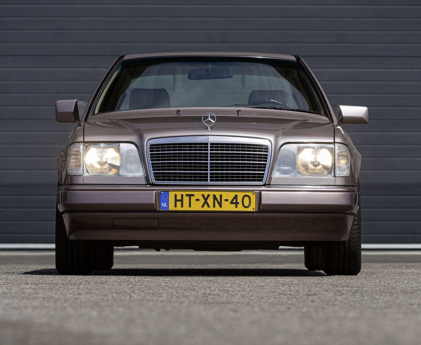 Mercedes-Benz C 124 Coupe (1)