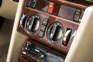 Mercedes-Benz C 124 Coupe Interieur (5)