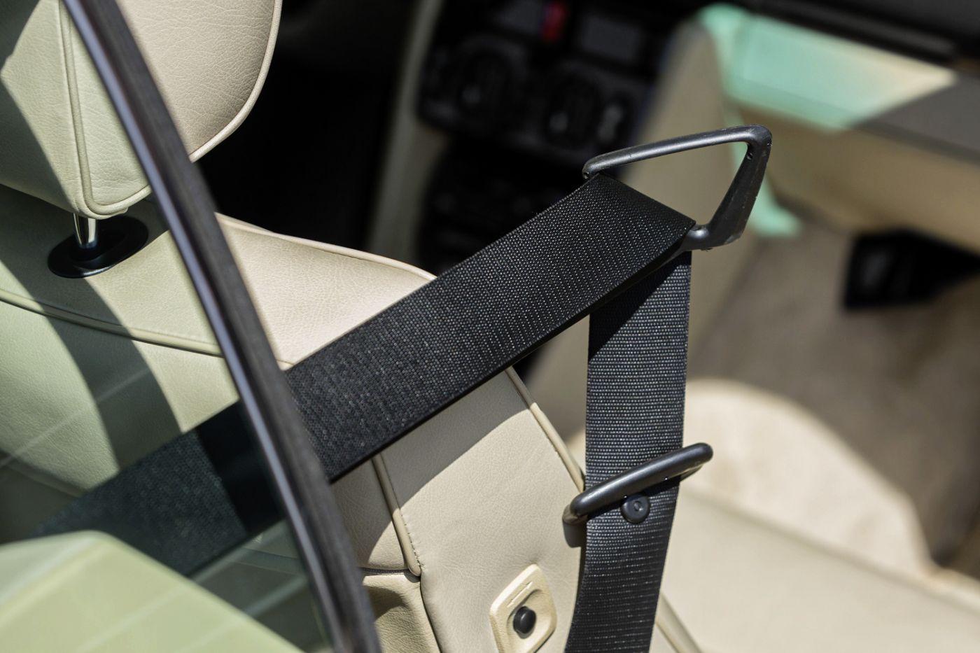 Mercedes-Benz C 124 Coupe Gurt (6)