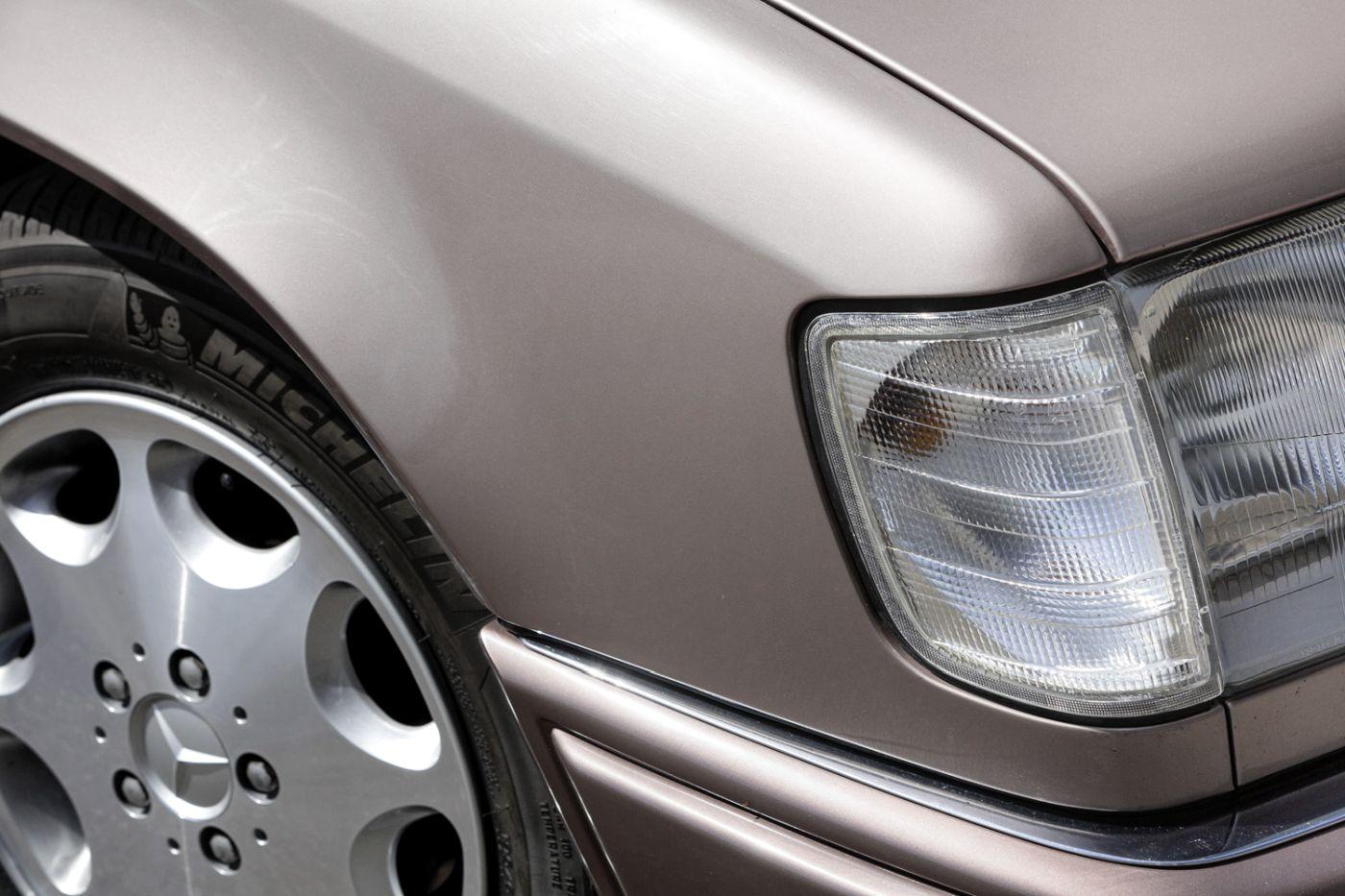 Mercedes-Benz C 124 Coupe (7)