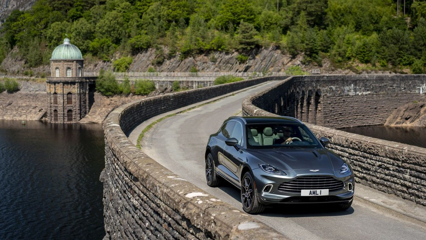 Aston Martin DBX 2020 Stirling Green (9)