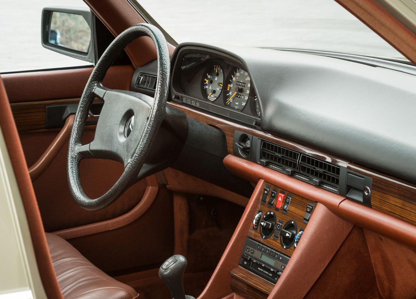 Mercedes-Benz S-Klasse W 126 280 SE 1982 Interieur (8)