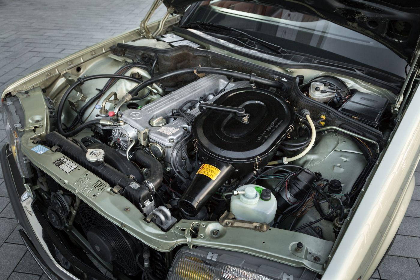 Mercedes-Benz S-Klasse W 126 280 SE 1982 Motor (7)