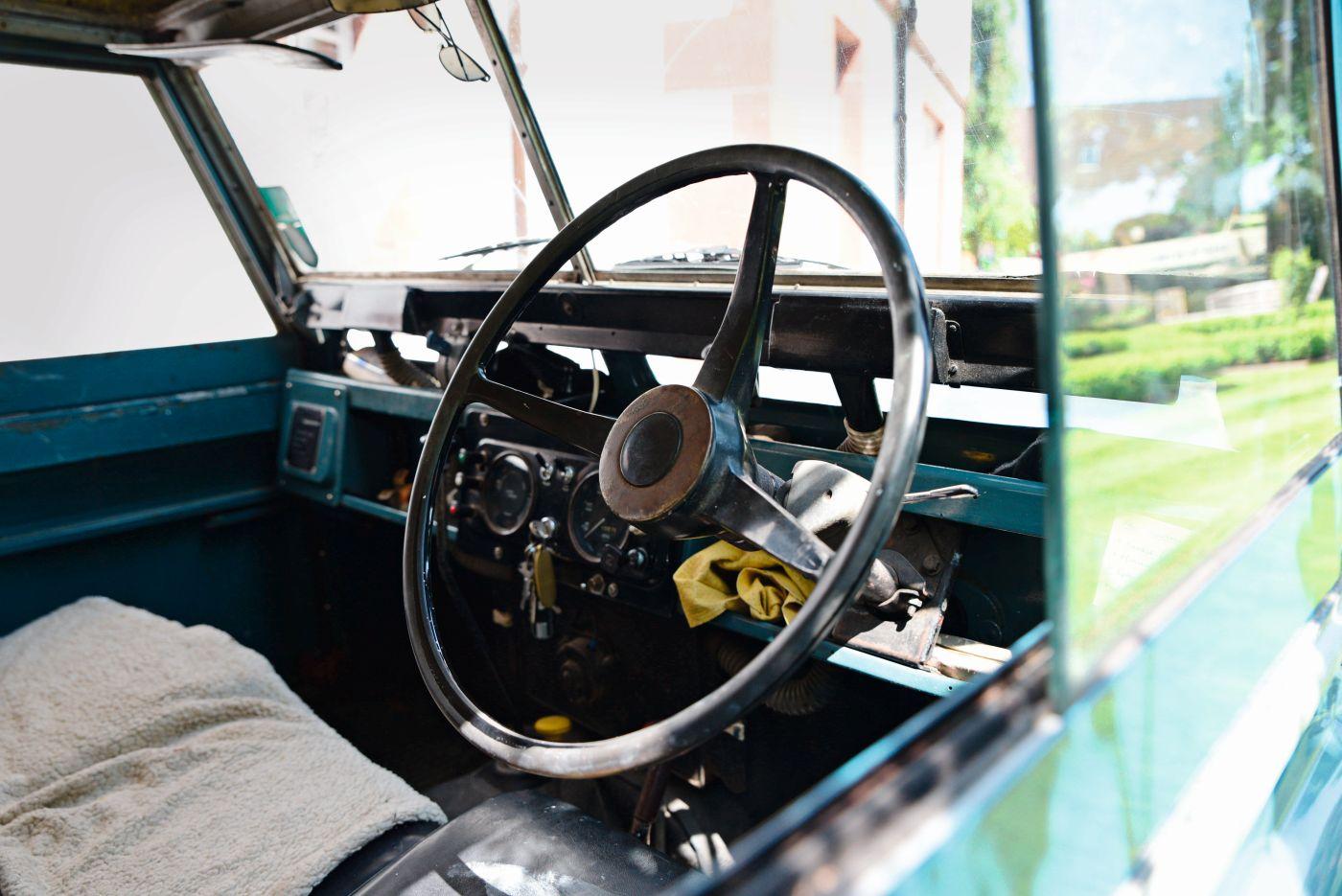 Landy Love 1967 Land Rover 88 (5)