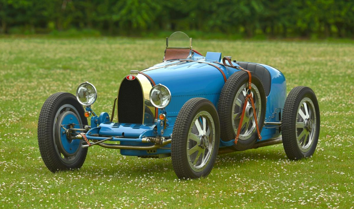 Original vs Recreation Bugatti 35B 1