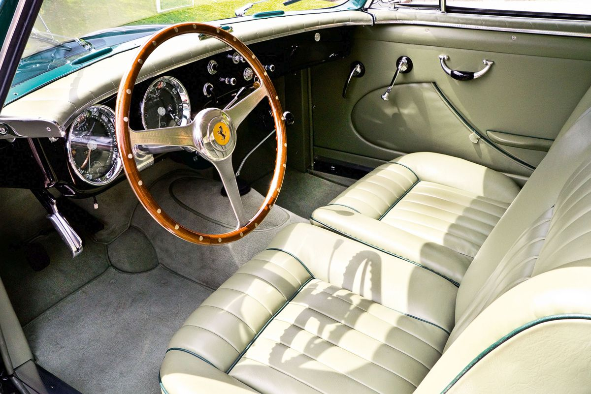 Ferrari 212 Vignale Interieur