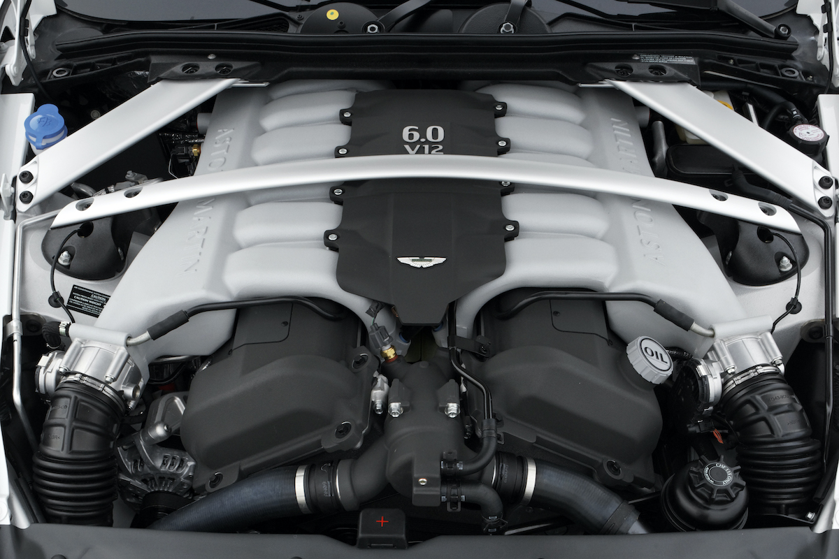 Aston_Martin_DB9_engine
